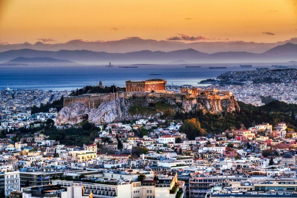Κοροναϊός: Πώς από τις 2.000 κρούσματα ημερησίως κινδυνεύουμε να φτάσουμε στις 18.000