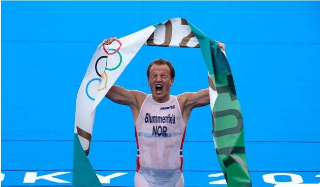 Ολυμπιακοί Αγώνες 2020: Συγκλονιστική στιγμή στο τρίαθλο – Κατέρρευσε στον τερματισμό και έκανε εμετό