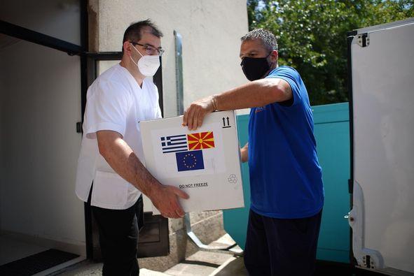 Βόρεια Μακεδονία: Η Ελλάδα απέστειλε 100.000 εμβόλια AstraZeneca