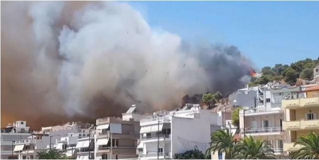 Φωτιά τώρα κοντά σε σπίτια στη Σαλαμίνα