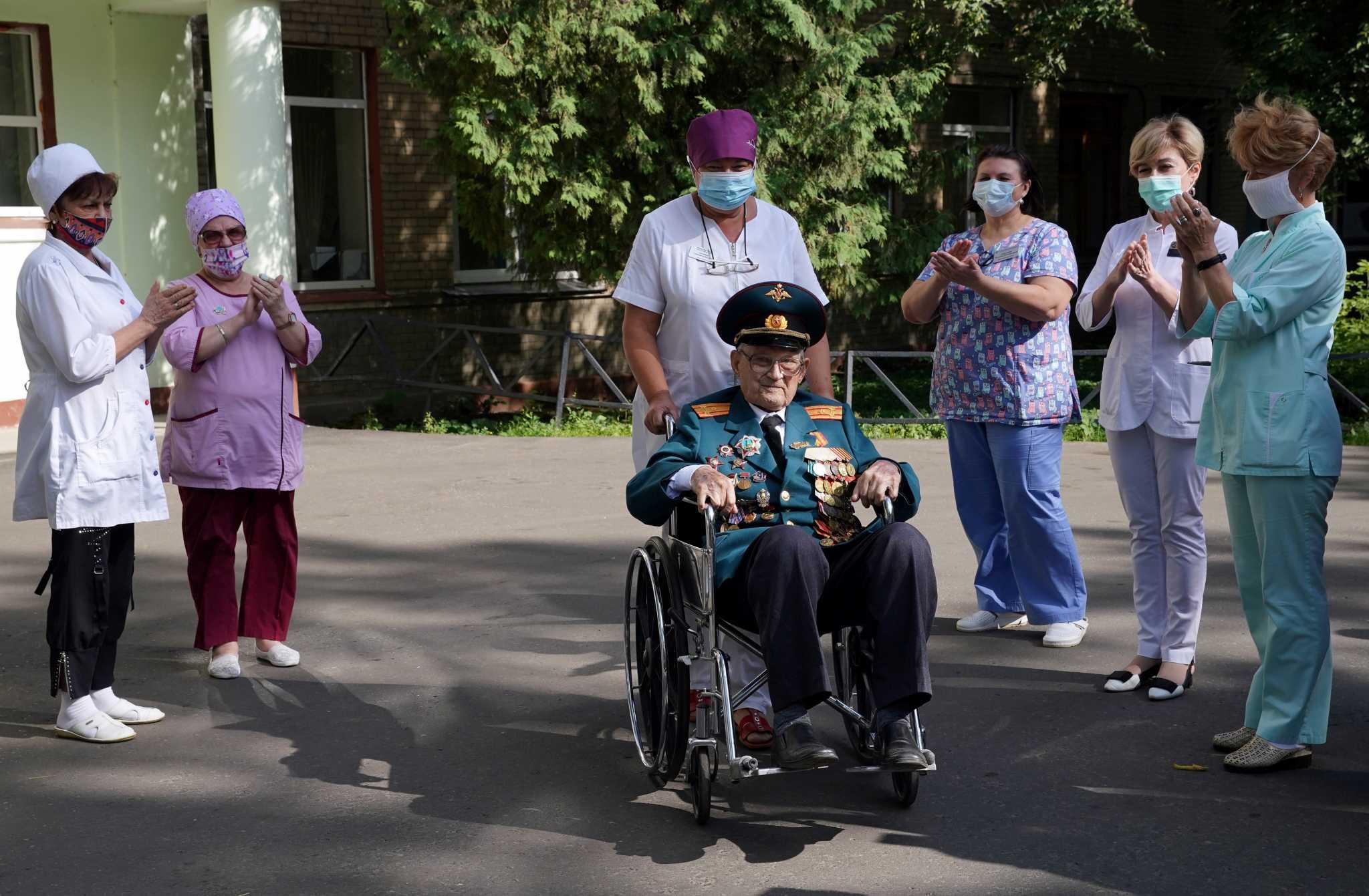 Ρωσία: Βετεράνος του Β' Παγκόσμιου ηλικίας 102 ετών νίκησε τον κορονοϊό