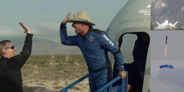 O Τζεφ Μπέζος ταξίδεψε στο Διάστημα και επέστρεψε -Το 11λεπτο ταξίδι