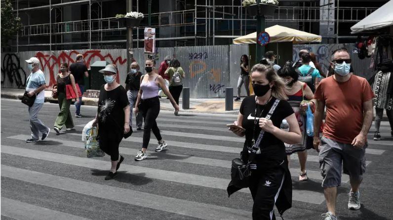 Σοκ από την αύξηση των κρουσμάτων: Επιστρέφει η μάσκα παντού