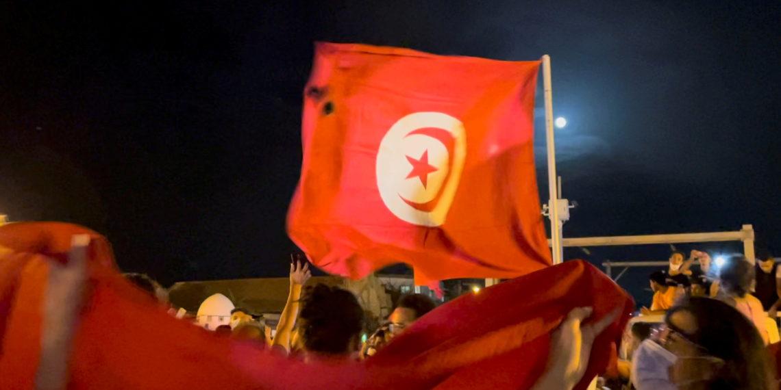 Χάος στην Τυνησία: Ο Πρόεδρος έπαυσε τον πρωθυπουργό – Στρατός γύρω από τη Βουλή