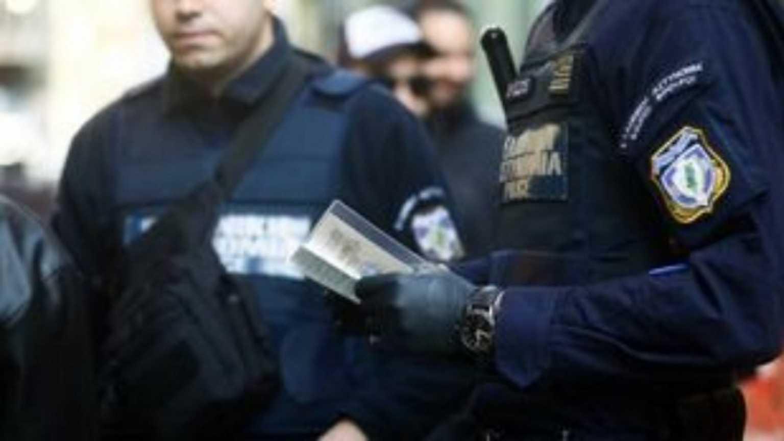«Έσπασε» την καραντίνα και συνελήφθη – Πρόστιμα σε καφετέριες της Κρήτης για μάσκες