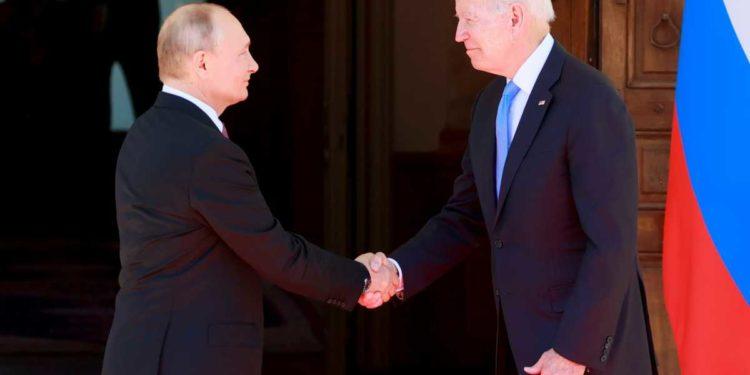 Μπάιντεν σε Πούτιν: Σταματήστε τους χάκερς και τις κυβερνοεπιθέσεις