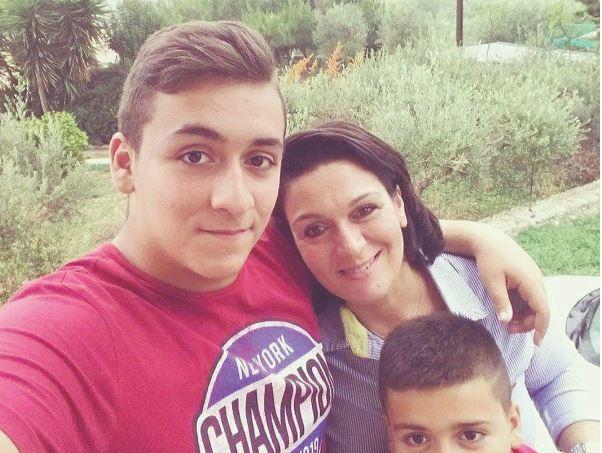 Πανελλήνιες 2021: 44χρονη μητέρα δύο παιδιών τα κατάφερε και ετοιμάζεται... για τη Φιλοσοφική Σχολή