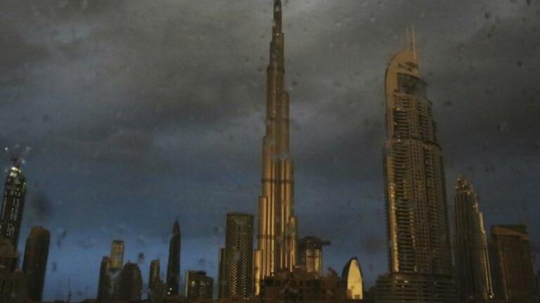 Ντουμπάι: Προκαλούν βροχοπτώσεις για να αντέξουν τους 50 βαθμούς Κελσίου