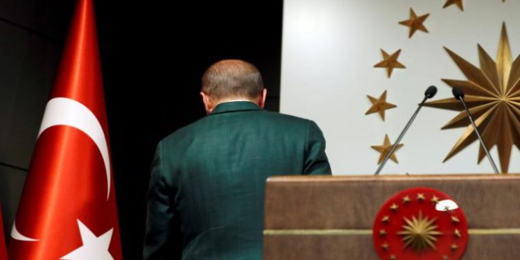 Ο Ερντογάν έκανε «έξαλλα» ακόμη και γερμανικά ΜΜΕ για τα fake news με τον εμβολιασμό