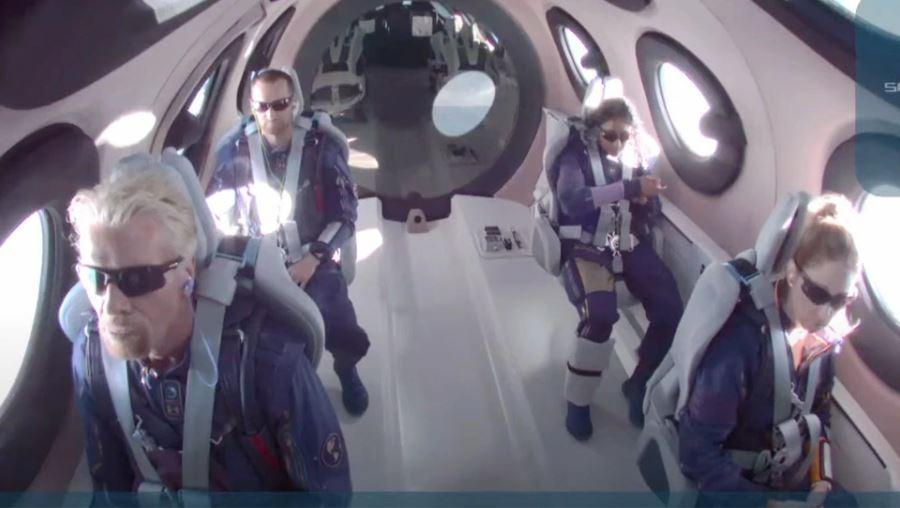 Δείτε live το πάρτι μετά την πτήση του Ρίτσαρντ Μπράνσον στο Διάστημα