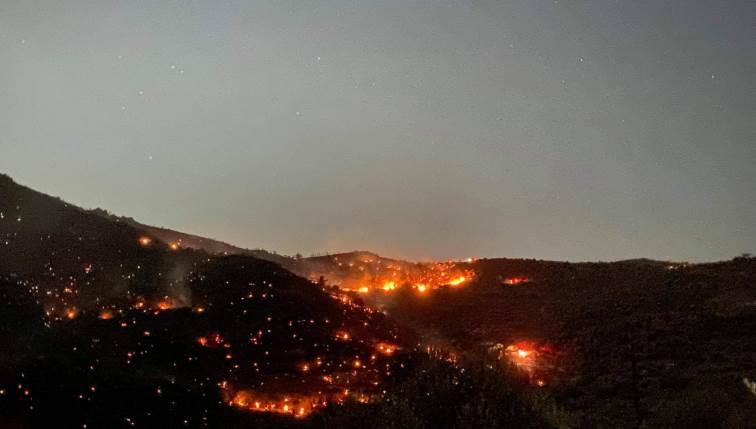 Λασίθι: Σε ύφεση η μεγάλη φωτιά που απείλησε οικισμούς