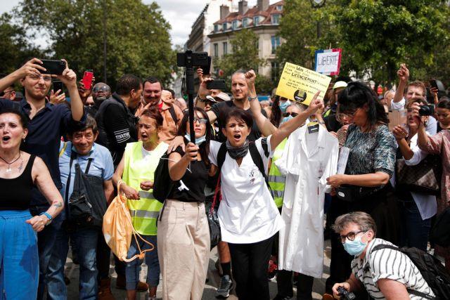 Γαλλία: Επεισόδια με αντιεμβολιαστές στο Παρίσι – Διαδηλώσεις και σε άλλες πόλεις