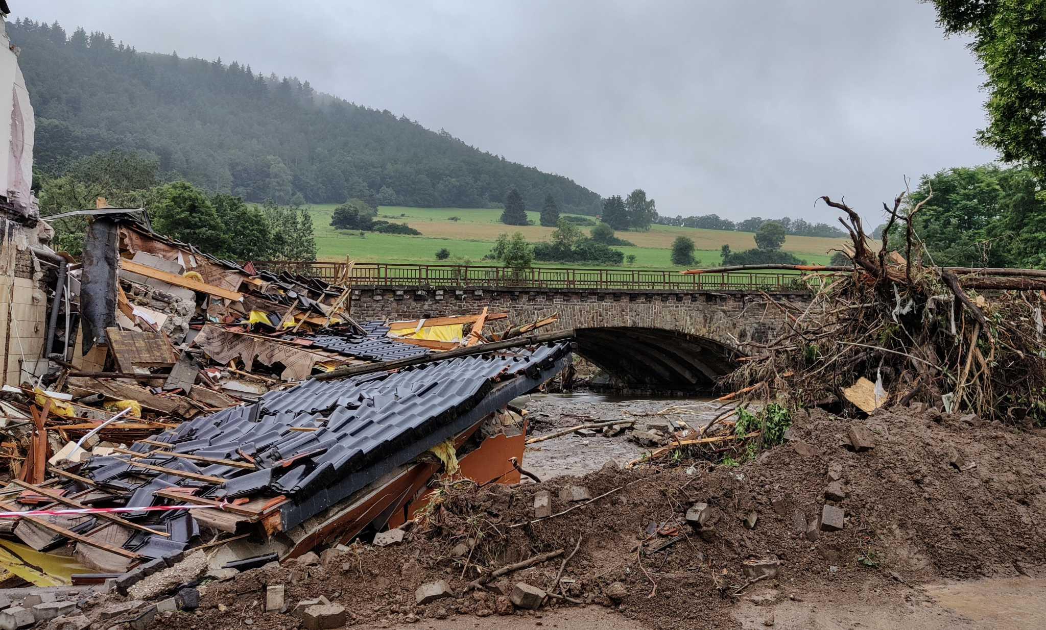 Γερμανία: 93 οι νεκροί από τις φονικές πλημμύρες – Και νέα μεγάλη κατολίσθηση στην Κολωνία