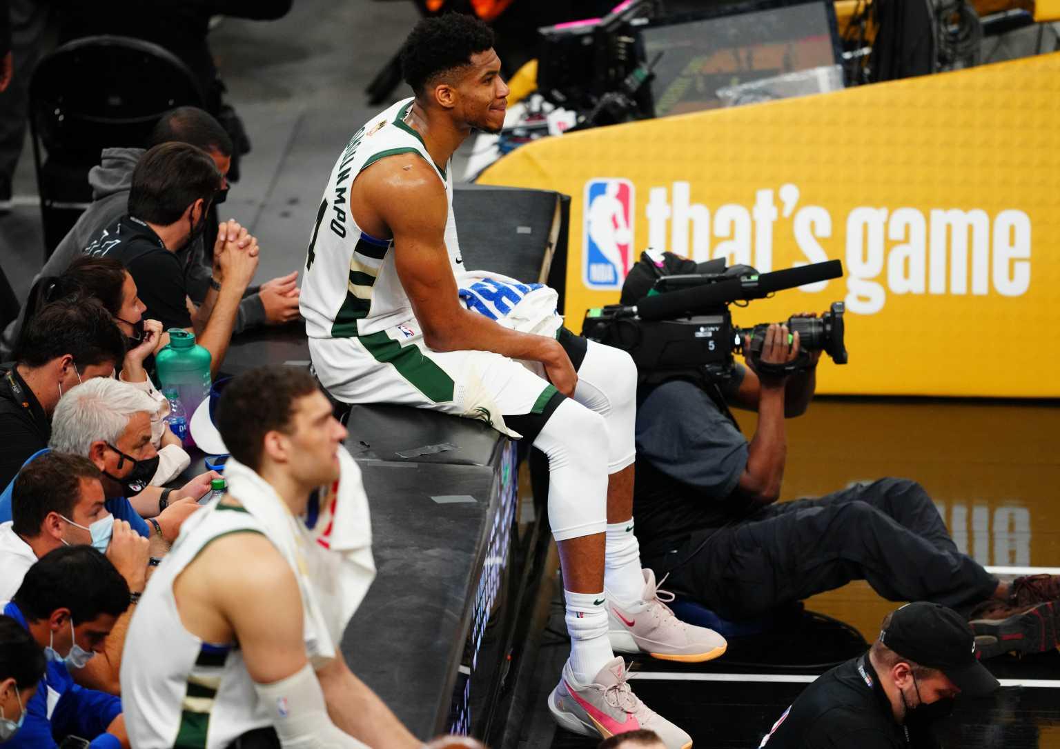 Τελικοί NBA: Οι Μπακς κερδίζουν τους Σανς όσο ο Αντετοκούνμπο είναι στο παρκέ