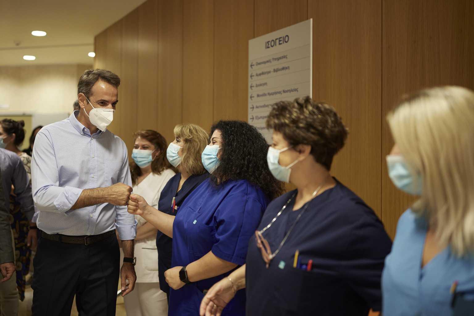 Κυριάκος Μητσοτάκης: Κίνητρα σε γιατρούς και φαρμακοποιούς για να αυξηθούν τα ραντεβού εμβολιασμού