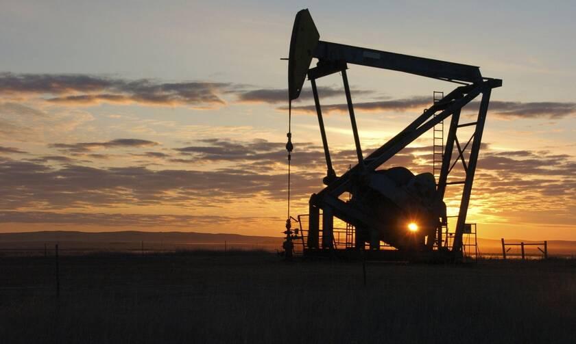 Wall Street: «Άγγιξε» τις 35.000 μονάδες ο Dow Jones – Νέα πτώση για το πετρέλαιο