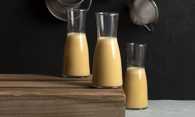 Vegan protein shake από τον Άκη Πετρετζίκη!