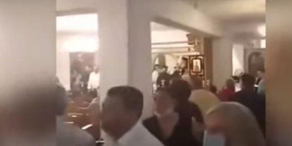 Θεσσαλονίκη: Επεισόδιο με αντιεμβολιαστές σε εκκλησία – Φώναξαν «αίσχος» σε Μητροπολίτη
