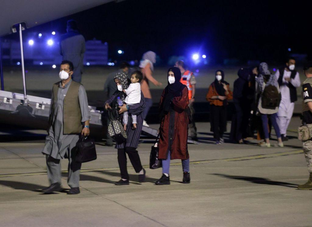 Αφγανιστάν – Σκηνές απόλυτου χάους με δώδεκα νεκρούς – Οι Ταλιμπάν εμποδίζουν Αφγανούς να φτάσουν στο αεροδρόμιο