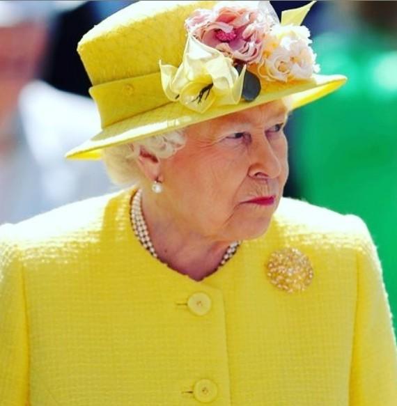 Που καταλήγουν όλα τα φαντεζί συνολάκια της βασίλισσας Ελισάβετ;