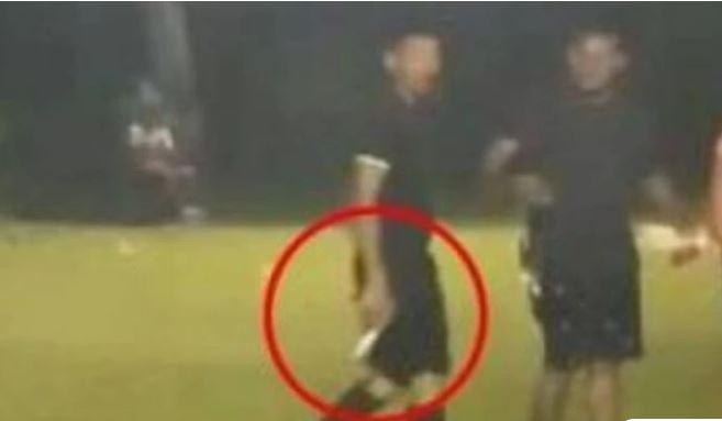 Διαιτητής στην Ονδούρα έβγαλε όπλο για να μην τον λιντσάρουν παίκτες και οπαδοί