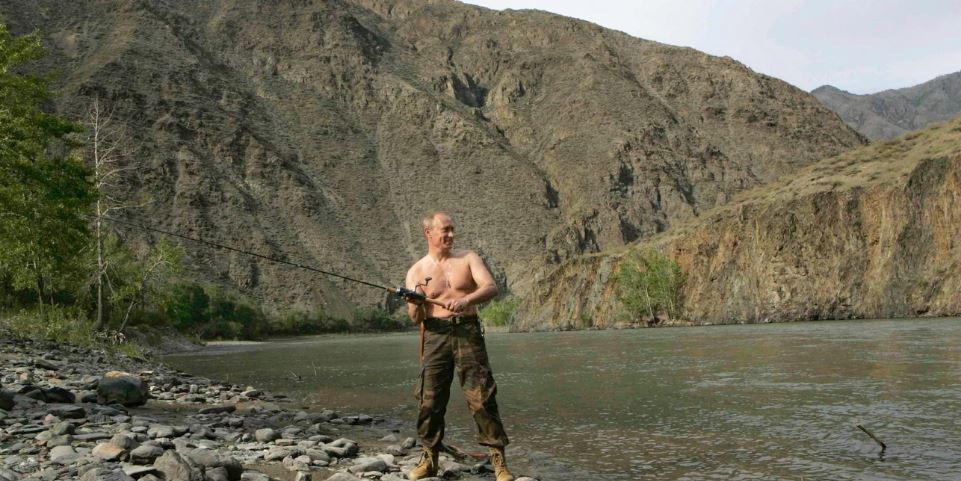 Τα μπάνια των ηγετών: Να πώς κάνουν τις διακοπές τους, Πούτιν, Μέρκελ, Μακρόν κι άλλοι ισχυροί της Ευρώπης εν μέσω πανδημίας