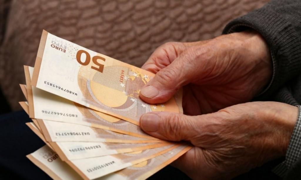 Καταγγελία – Της ζητούν 4.000 ευρώ για να βγάλει σύνταξη, ενώ αναγνωρίζουν ότι έχουν κάνει λάθος