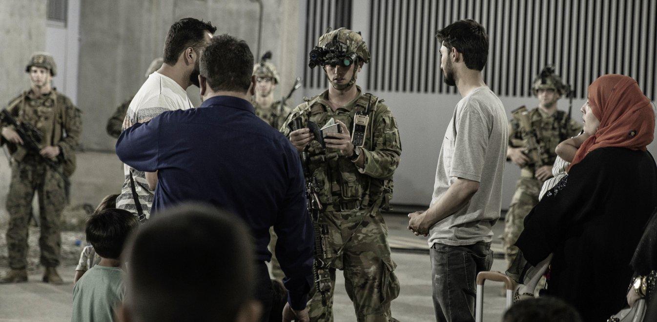 Αφγανιστάν: Με το δάχτυλο στη σκανδάλη οι τελευταίες πτήσεις σωτηρίας