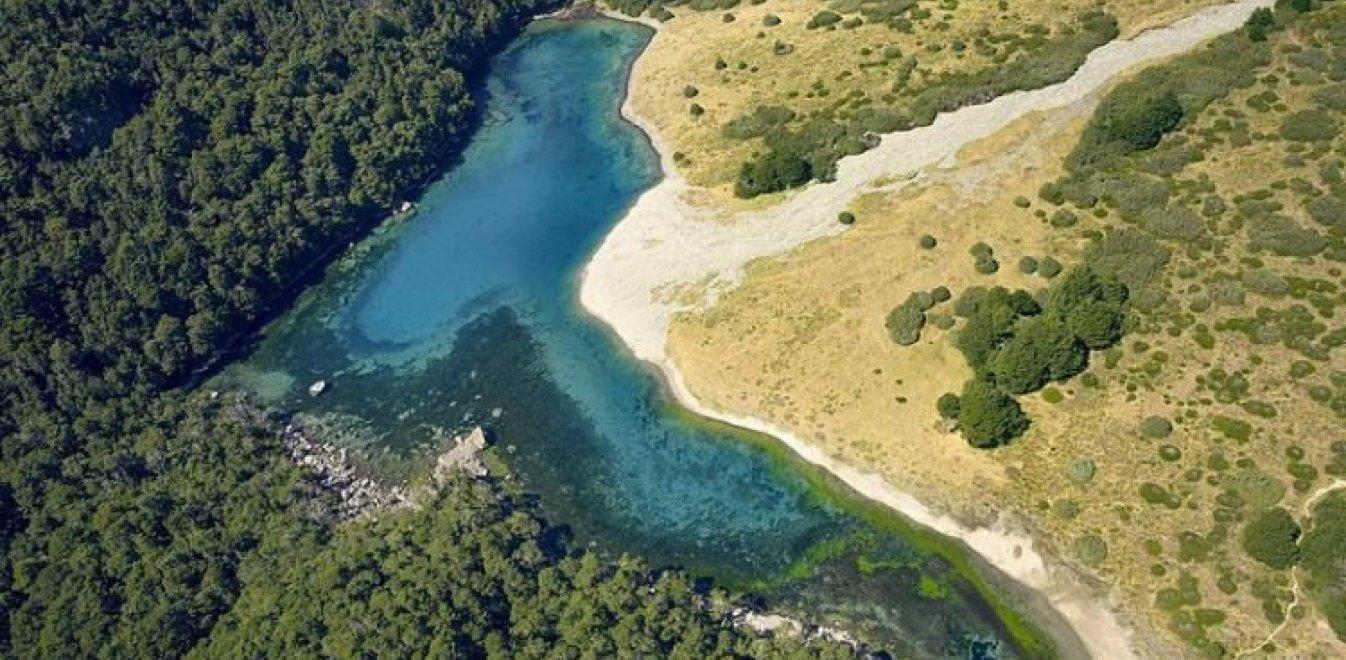 Η λίμνη «καθρέφτης» της Νέας Ζηλανδίας που για να μπεις πρέπει να πάρεις άδεια από τη φυλή Μαόρι – Ένας Δανός φωτογράφος τα κατάφερε