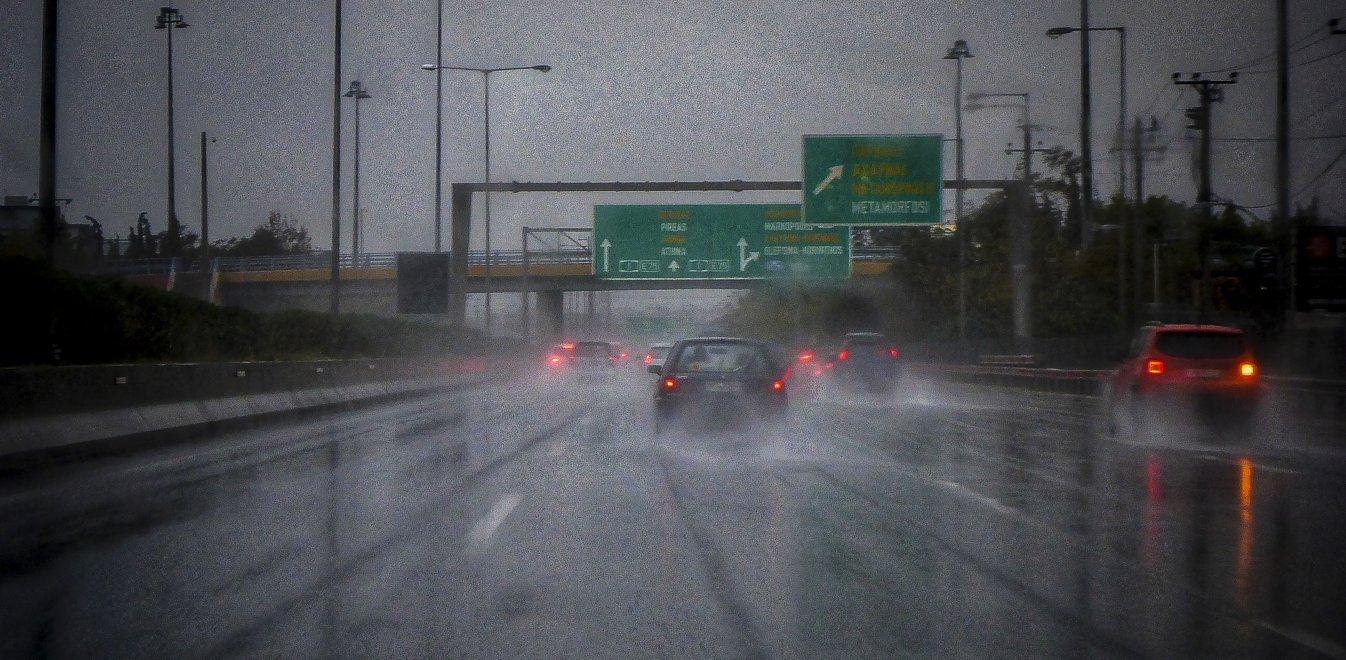 Καιρός: Πρόσκαιρες βροχές και άνεμοι έως 8 μποφόρ στο Αιγαίο
