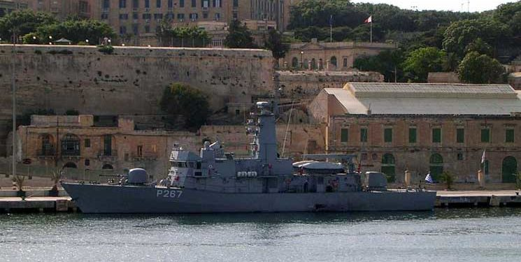 Παρεμβαίνει το Πολεμικό Ναυτικό: Η κανονιοφόρος «ΝΙΚΗΦΟΡΟΣ» στην εκκένωση στη Λίμνη Ευβοίας