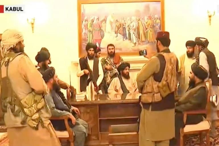 Αφγανιστάν – Οι πρώτες εικόνες με τους Ταλιμπάν εντός του Προεδρικού Μεγάρου