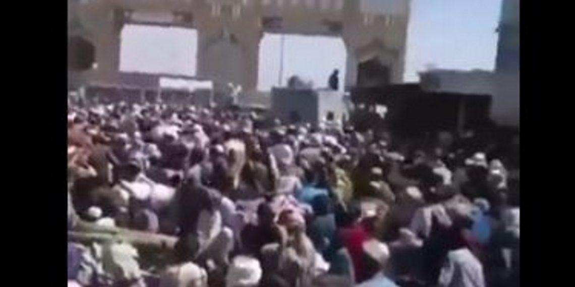 Αφγανιστάν: Η «έξοδος των μυρίων» στα σύνορα με Πακιστάν [vid]