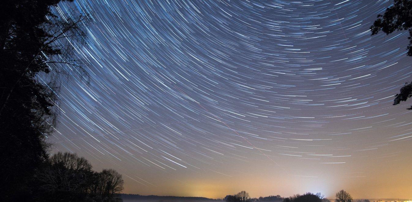 Περσείδες: Η πιο θεαματική βροχή διαττόντων αστέρων του καλοκαιριού – Πότε μπορείτε να τις δείτε