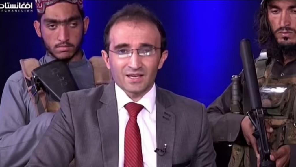 Αφγανιστάν – Βαριά οπλισμένοι Ταλιμπάν εισέβαλαν σε στούντιο – Ανάγκασαν τον παρουσιαστή να τους αποθεώσει
