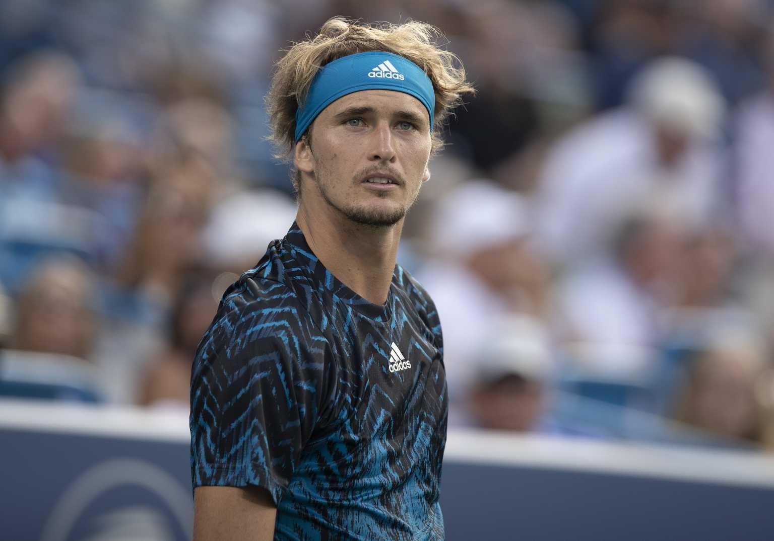 Έξαλλος με Τσιτσιπά ο Ζβέρεφ – Αποδοκιμάστηκε από τον κόσμο ο Έλληνας τενίστας
