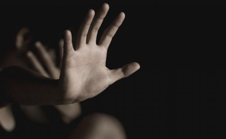Ρόδος – Ομαδικός βιασμός Νορβηγής τουρίστριας – Στο εδώλιο δύο κατηγορούμενοι