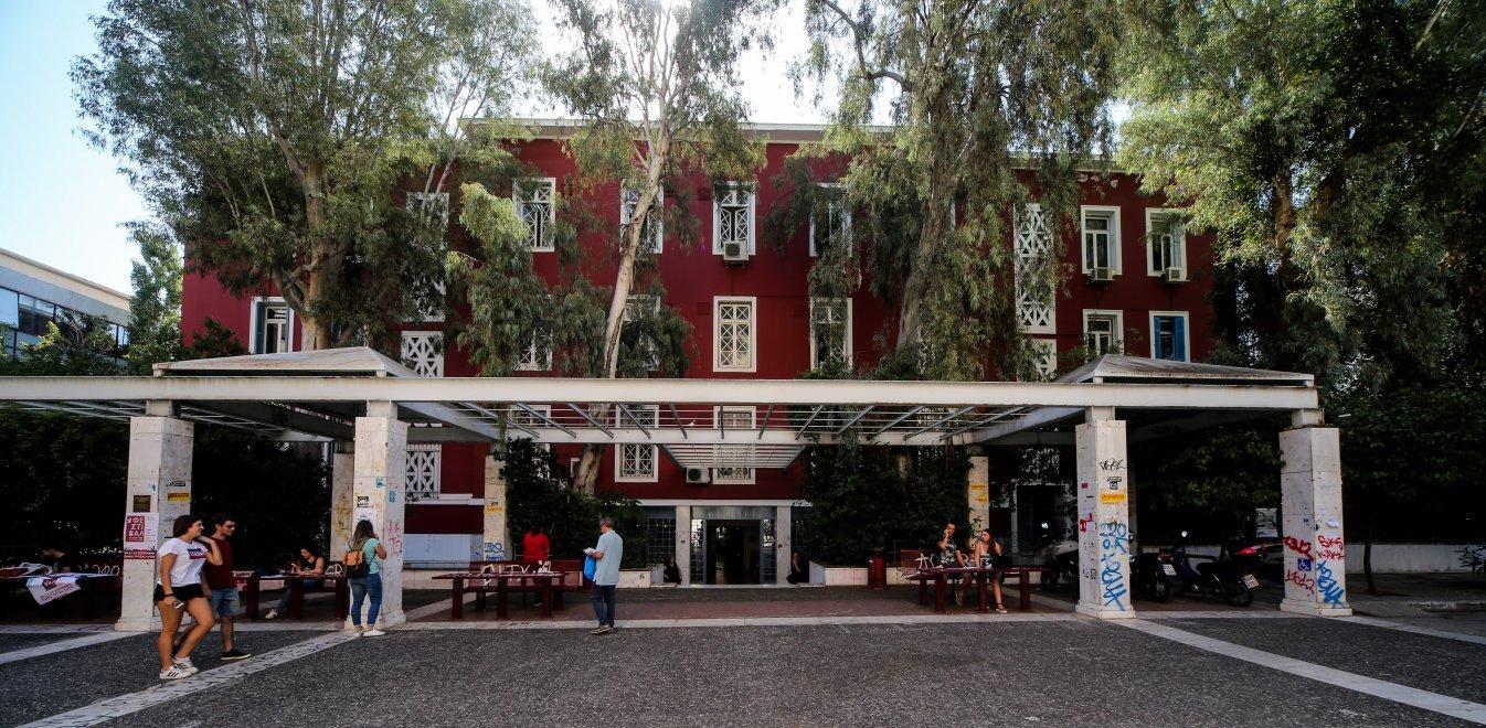Κεραμέως στο OPEN: Eμβολιαστικό κέντρο σε κάθε πανεπιστήμιο – Το πρωτόκολλο για τα σχολεία