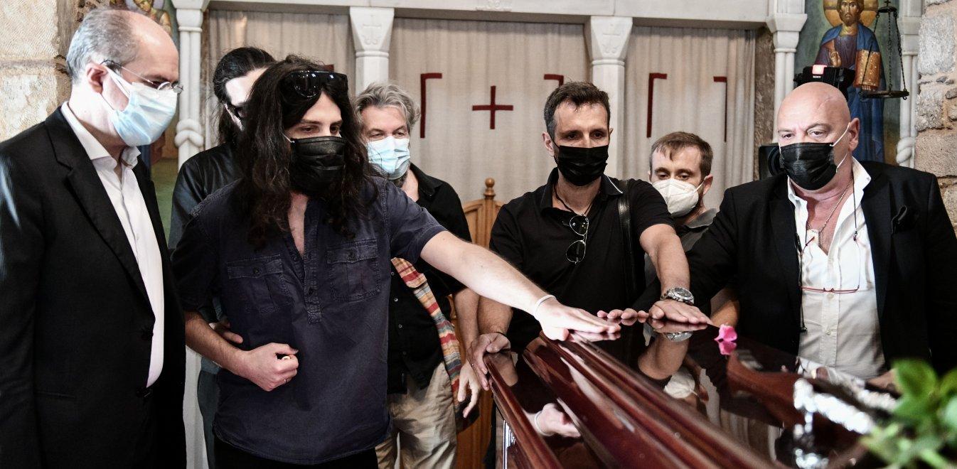 Μίκης Θεοδωράκης: Για τρίτη ημέρα σε λαϊκό προσκύνημα η σορός του – Αύριο η κηδεία