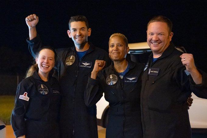SpaceX – Επέστρεψαν στη γη οι «τουρίστες» του διαστήματος