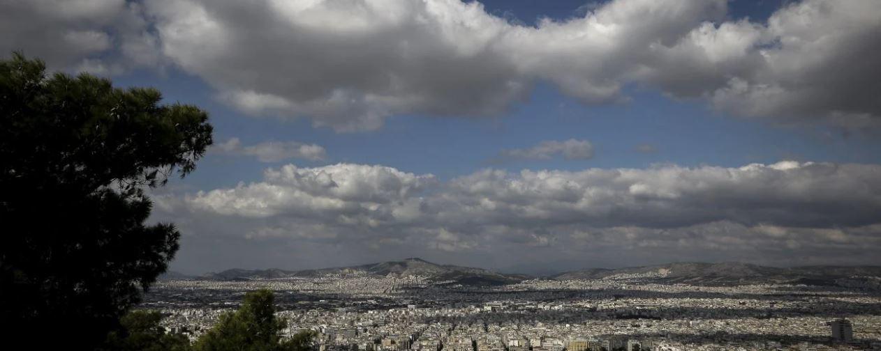 Καιρός: Ζέστη, τοπικές βροχές και αφρικανική σκόνη τη Δευτέρα
