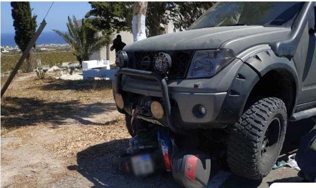 Σαντορίνη: Τροχαίο με έναν νεκρό – Μηχανή σφηνώθηκε κάτω από αυτοκίνητο