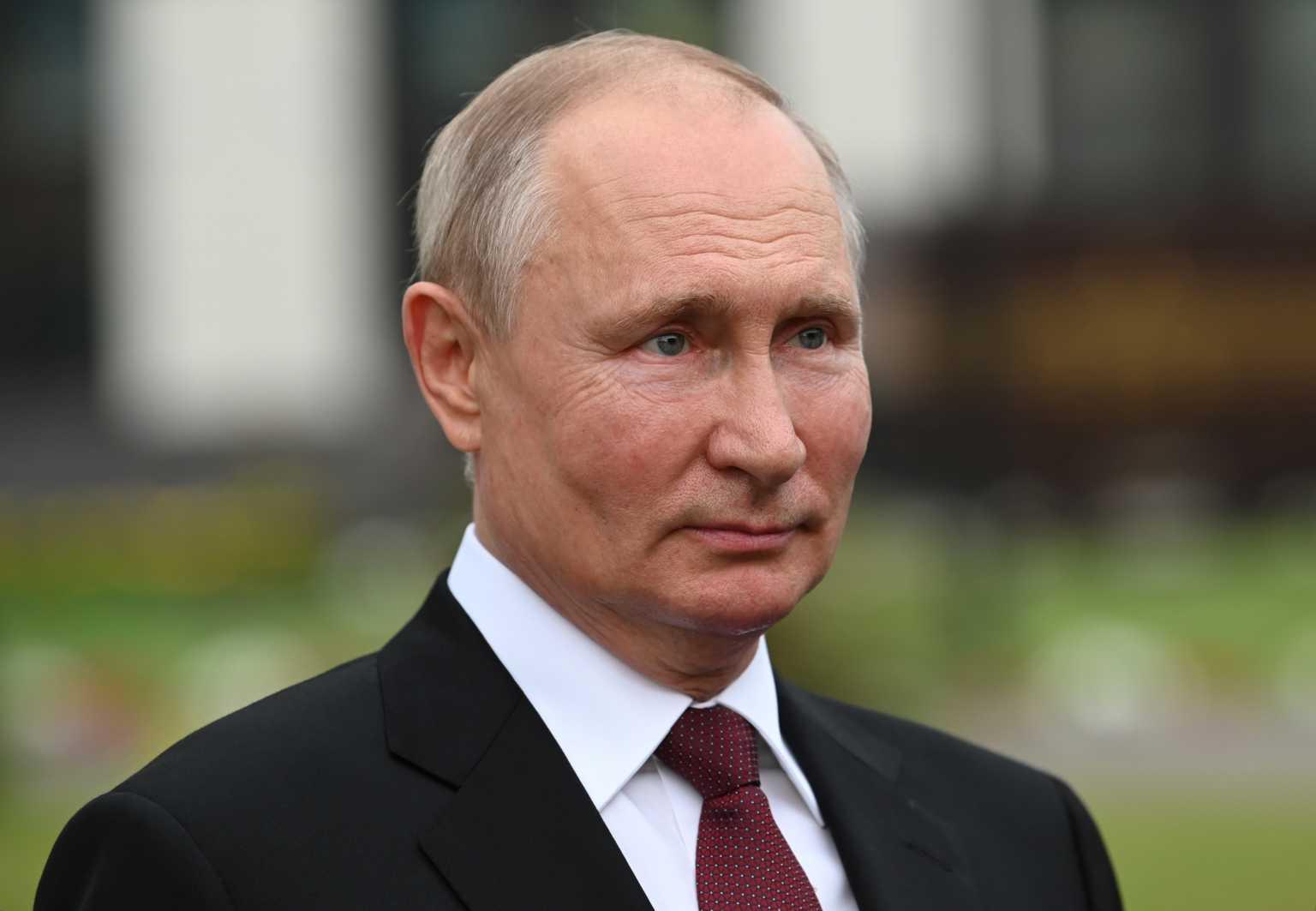 Ο Πούτιν μπαίνει σε καραντίνα: Ήρθε σε επαφή με κρούσματα