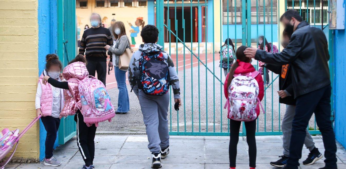 Προειδοποίηση Παυλάκη για σχολεία: Όλα τα παιδιά θα κολλήσουν - Να το ξανασκεφτεί το Υπουργείο Παιδείας