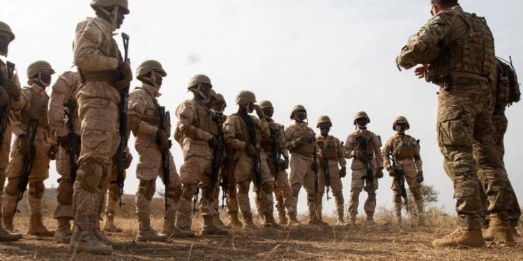 «Μήνυμα» Παρλί στο DAESH: «Δεν αποχωρούμε από το Μάλι – Η μάχη συνεχίζεται»