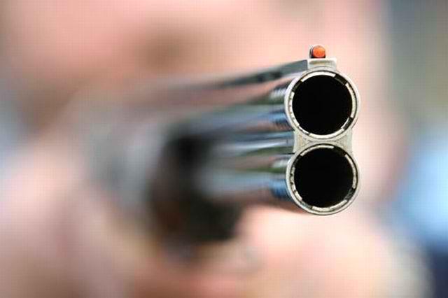 Λαμία – Ηλικιωμένος πυροβολούσε με καραμπίνα γιατί κόλλησε κοροναϊό