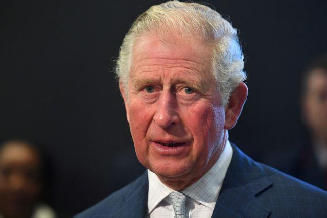 Βρετανία – Παραιτήθηκε το «δεξί χέρι» του πρίγκιπα Κάρολου – Κατηγορείται ότι χρηματίστηκε από Σαουδάραβα