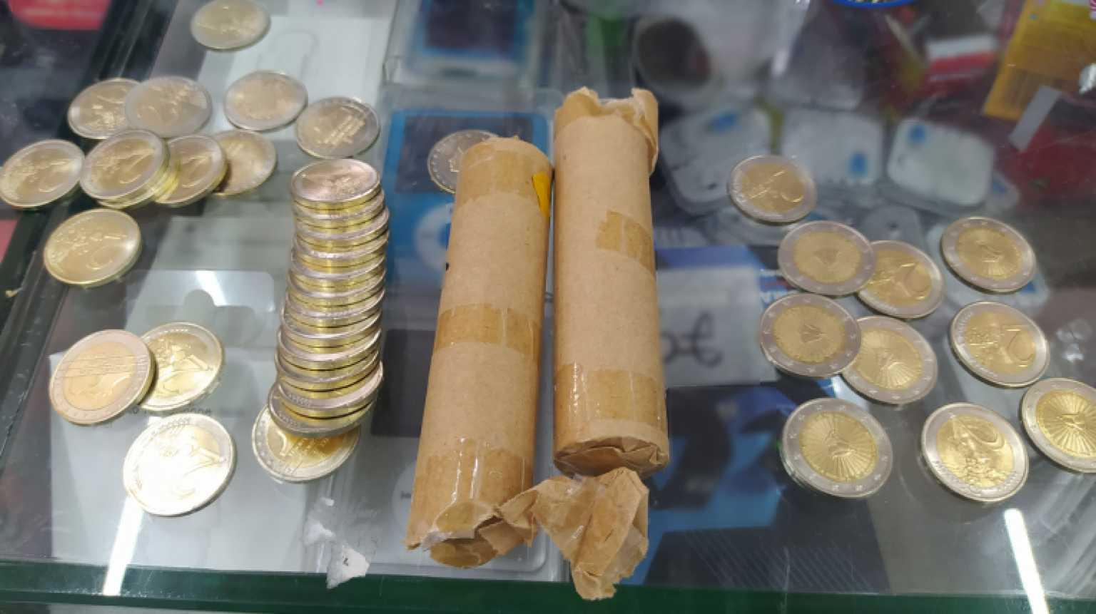 Θεσσαλονίκη: Αυτά είναι τα πλαστά νομίσματα των 2 ευρώ που έριξαν στην αγορά – Δείτε τι έφτιαξαν