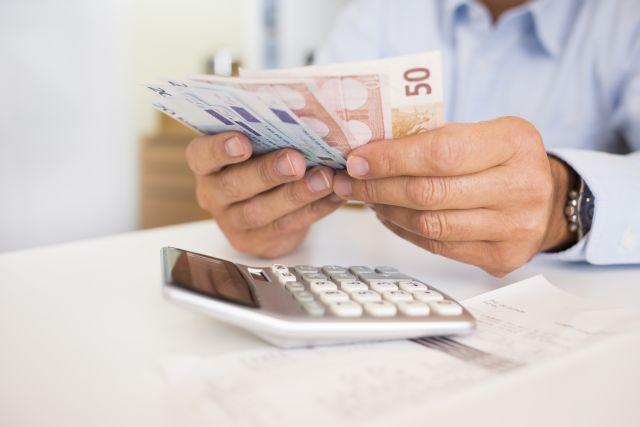 Πέτσας – Κατάργηση εισφορών, μειώσεις σε ΦΠΑ και τιμολόγια ρεύματος