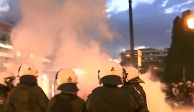 Ένταση στο Σύνταγμα: Χημικά από την αστυνομία στο πανεκπαιδευτικό συλλαλητήριο